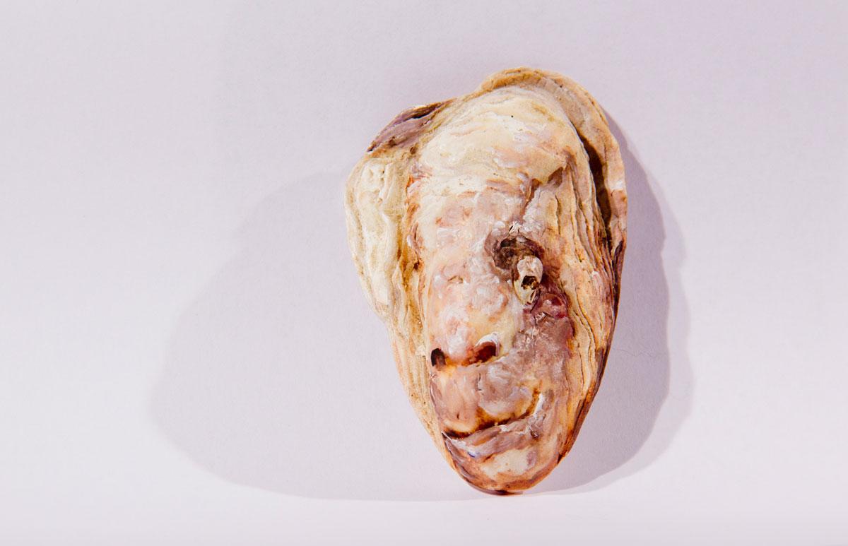 Philippe Briard - Tête, 2012, huile sur coquille d'huître
